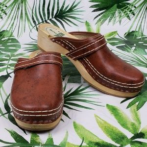 NWOT Simson Dutch brown clogs 39/ US 9